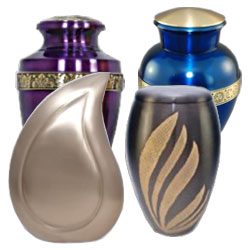 Brass keepsake cremation urns in different sizes and designs. Traditional shaped urns and other more modern and artist designs.